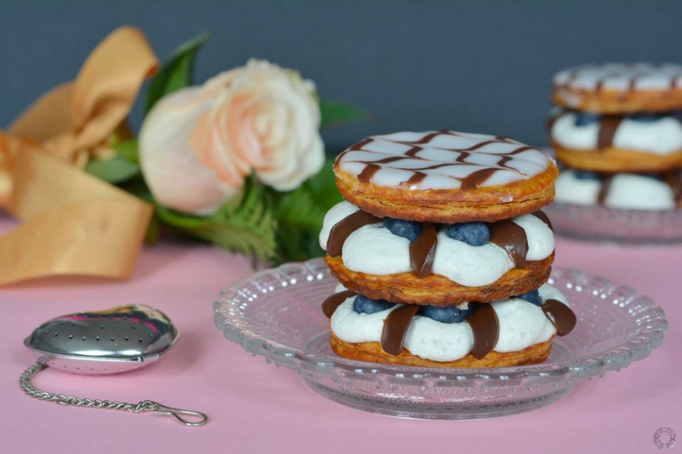 Mille feuille Fourme d'Ambert, myrtille et chocolat