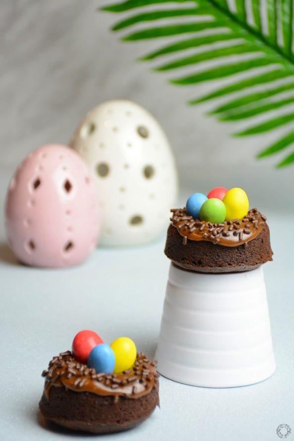 Nids de Pâques moelleux au chocolat et praliné