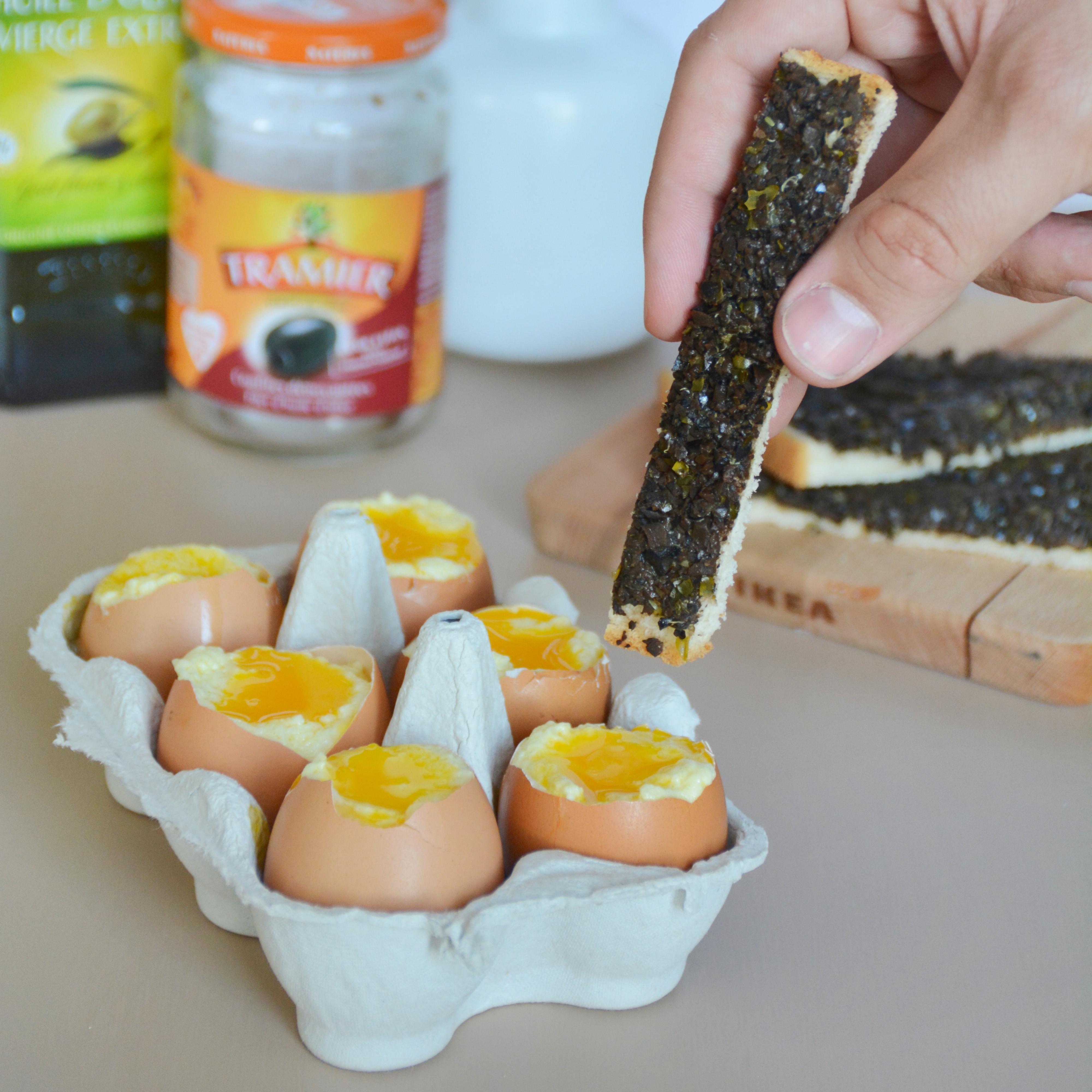 Oeuf à la coque en trompe l'oeil : meringue à l'huile d'olive, mouillettes de tapenade