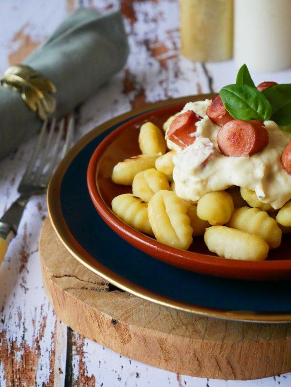 Recette des gnocchi aux knacks sauce fromagère